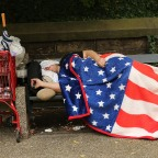Casas pequeñas para las personas sin hogar ahora bajo ataque en California