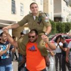 BARES ISRAELÍES DEL KNESSET REPORTING NOMBRES DE LOS SOLDADOS ACUSADOS DE MATAR A LOS PALESTINOS.